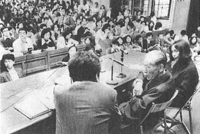手前右から、『苦海浄土』(1972)の石牟礼道子、『谷中村滅亡史』(1907)の荒畑寒村、『公害原論』(1971)の宇井純。